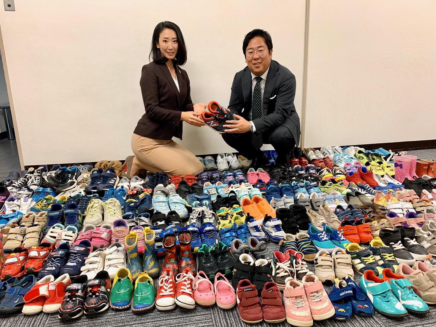国際ボランティア「スニーカーエンジェル」に靴を寄贈致しました。